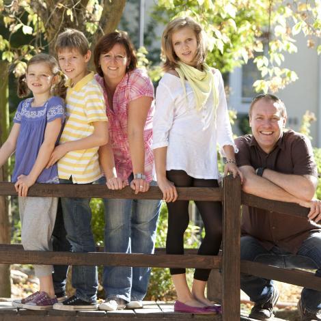 Familien  können Gottesdienste auch zu Hause feiern (c) Bistum Mainz