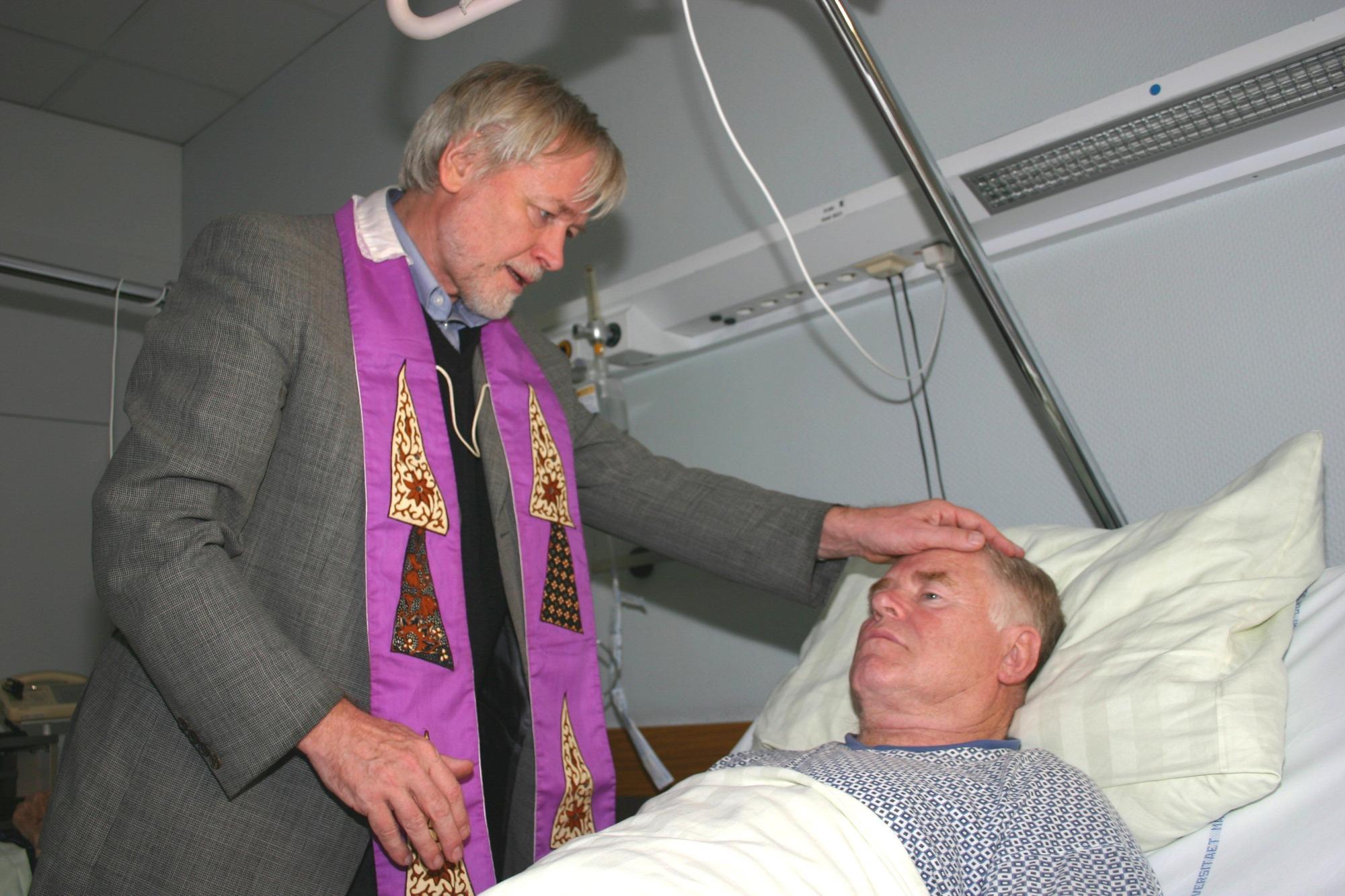 Krankenkommunion (c) Peter Weidemann in Pfarrbriefservice.de