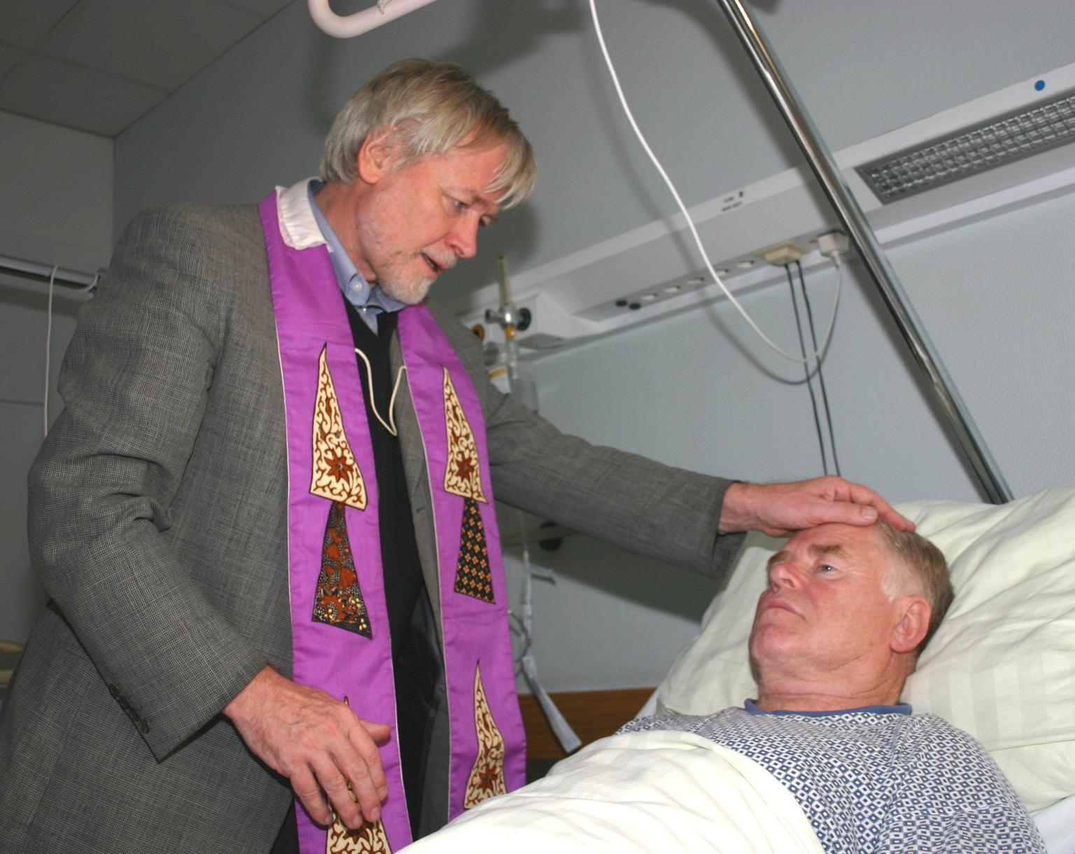 Krankenkommunion und Krankensalbung (c) Peter Weidemann in Pfarrbriefservice.de